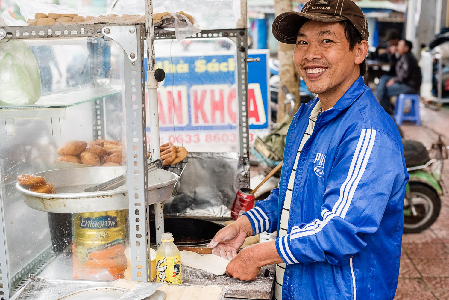 The doughnut maker on the streets of Bao Loc