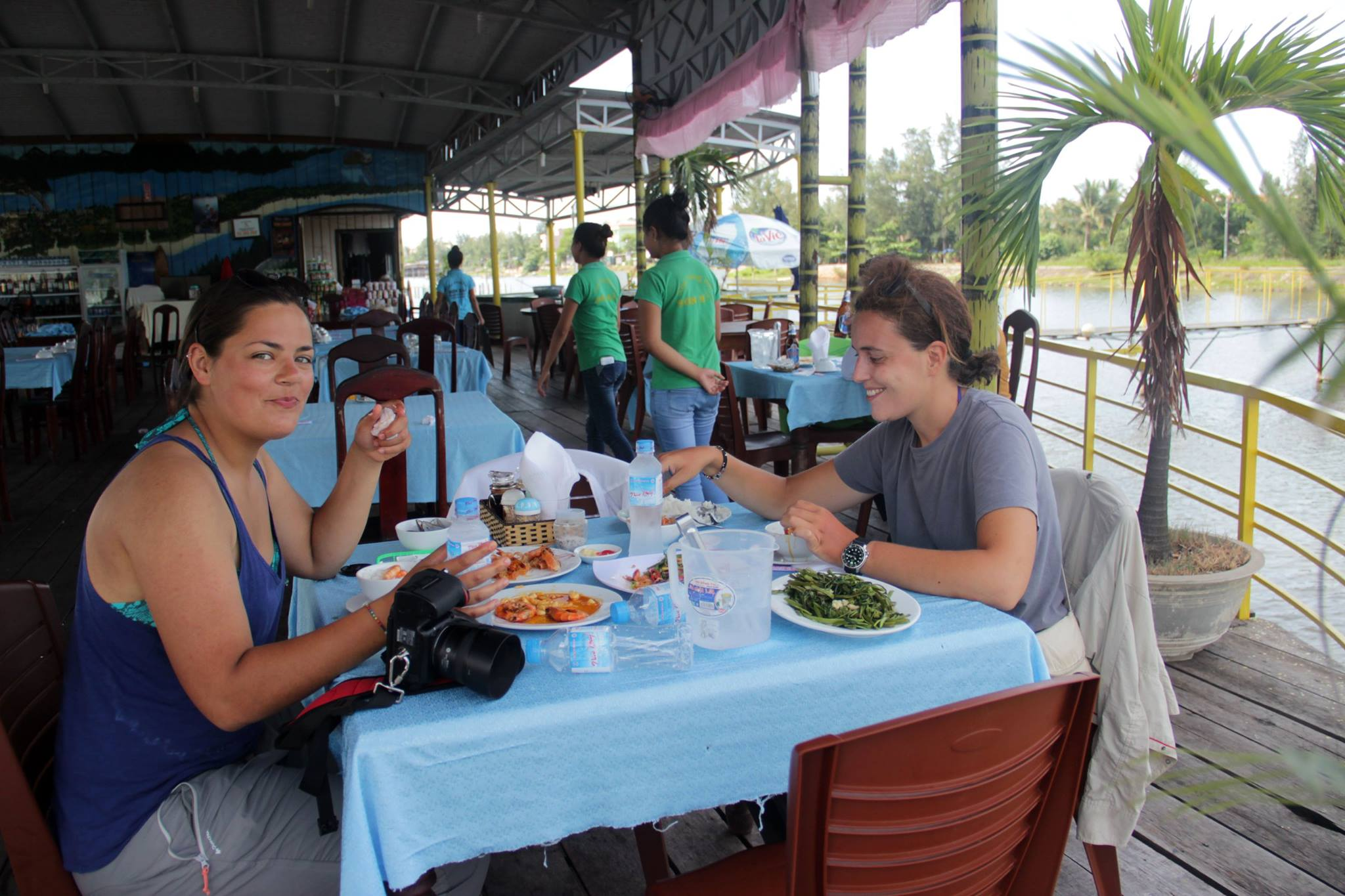 Us enjoying our meal -Photo courtesy of Silvia Pineschi