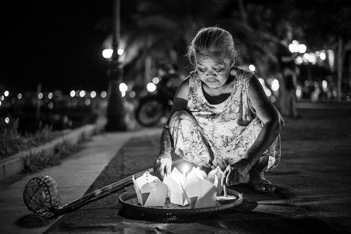old woman selling paper lanterns in hoi an vietnam